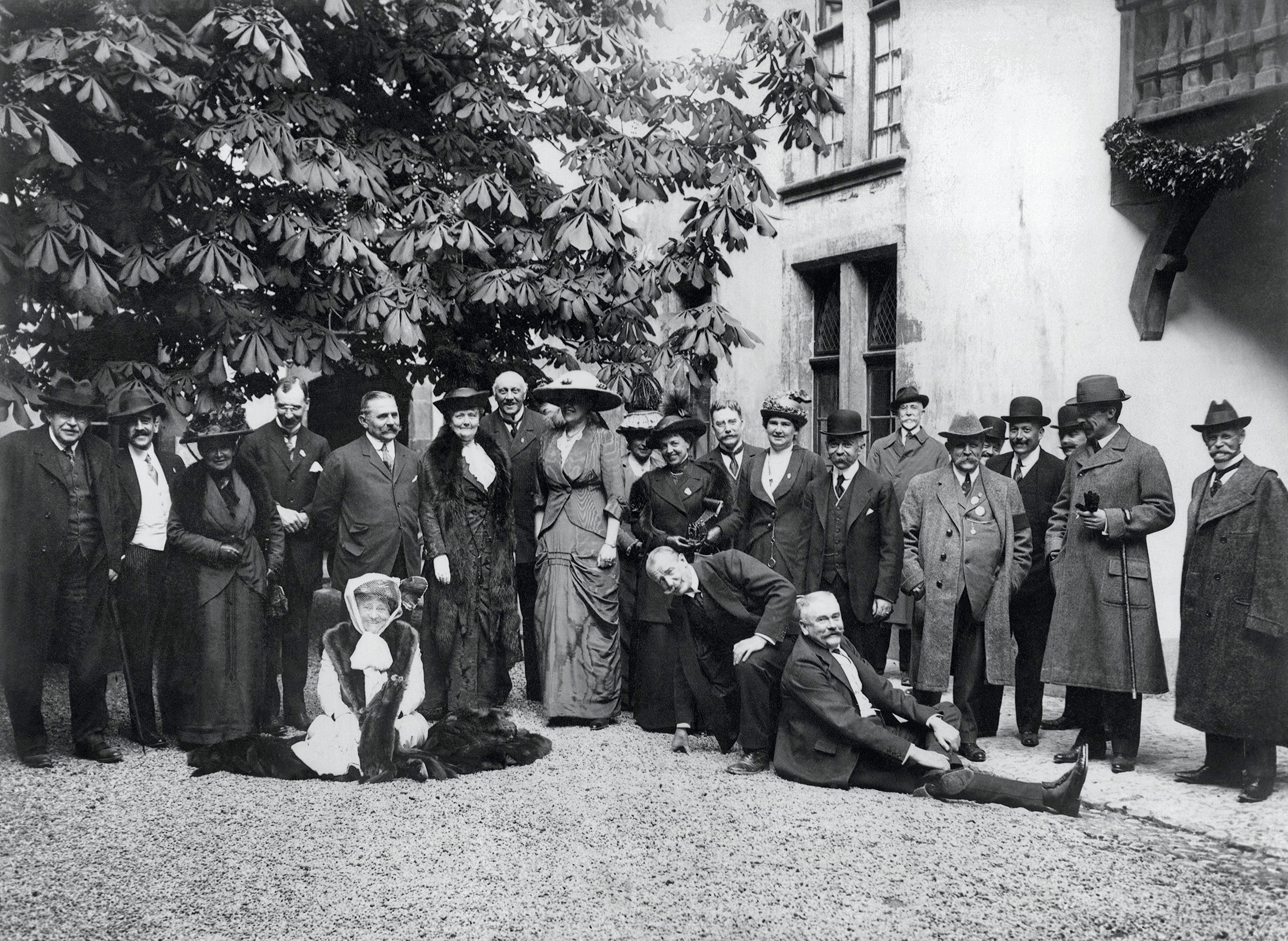 16th IOC Session and 5th Congress, Lausanne, 1913 - The IOC Members hosted by Baron de Blonay at the Château de Grandson.