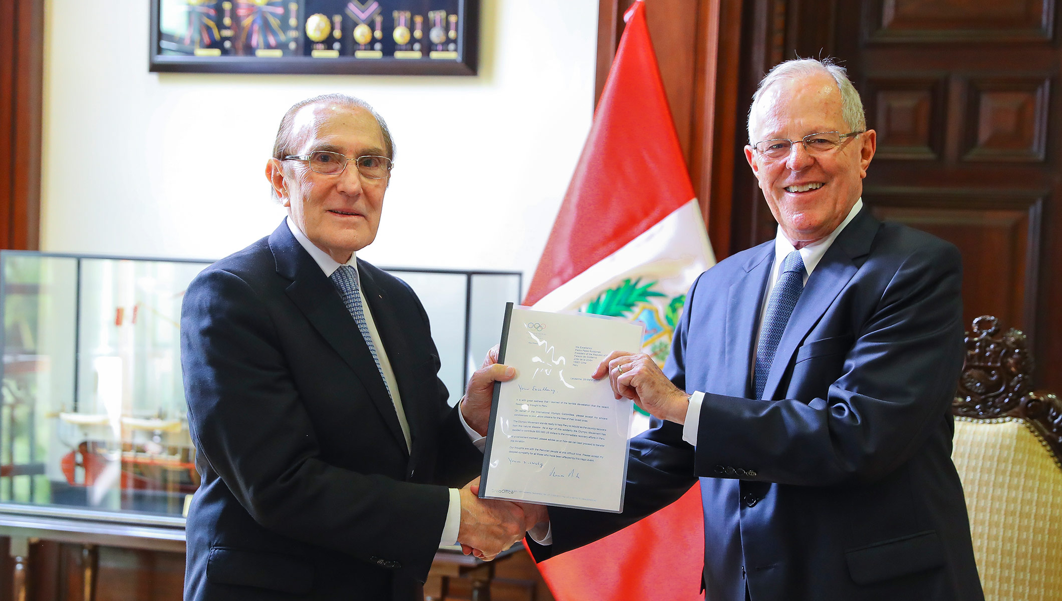 THE INTERNATIONAL OLYMPIC COMMITTEE (IOC) TODAY ANNOUNCED A DONATION OF USD 600,000 TO SUPPORT THE IMMEDIATE RECOVERY EFFORTS IN PERU, FOLLOWING THE DEVASTATING FLOODS IN LARGE PARTS OF THE COUNTRY.  In a letter to the President of Peru, Pedro Pablo Kuczynski, IOC President Thomas Bach expressed his sympathy for the Peruvian people at this difficult time. The letter was handed over personally to President Kuczynski today by the IOC Member in Peru, Iván Dibós.