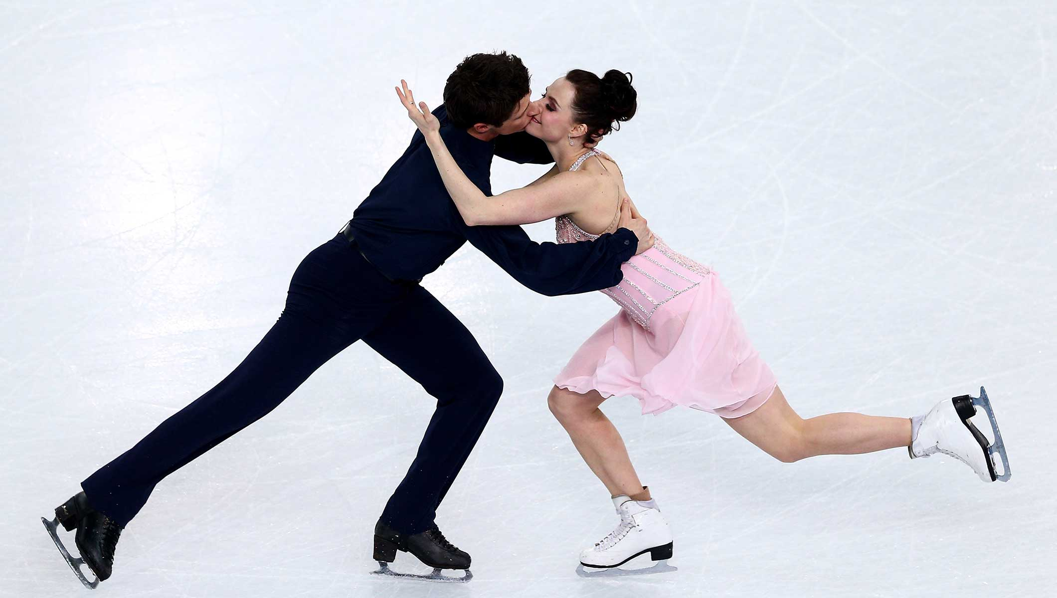 Virtue and Moir on the Olympic medal trail again - Olympic ...