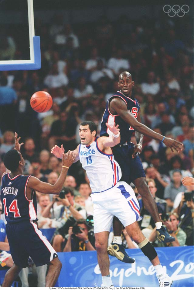 Sydney 2000-Basketball-Match FRA 2nd-USA 1st (75:85)-  PAYTON Gary (USA), Crawford Palmer (FRA), Kevin Garnett (USA)